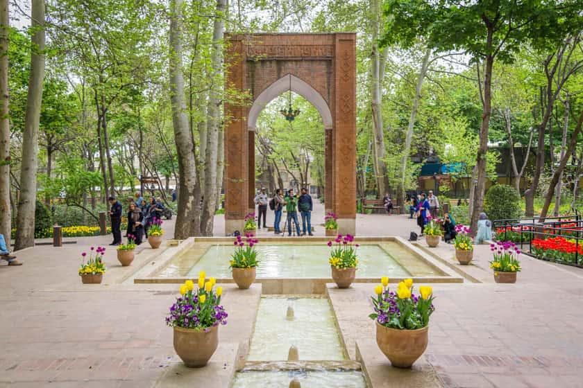 دانلود پاورپوینت باغ ایرانی - بررسی کامل تاریخچه، ویژگی و هندسه باغ های ایرانی