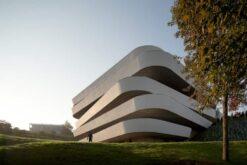دانلود پاورپوینت تحلیل تفاوت سبک معماری دیکانستراکشن و فولدینگ