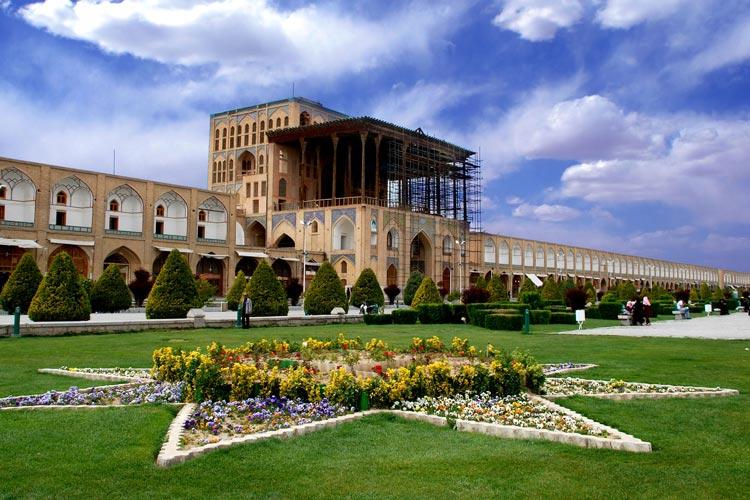 کاخ عالی قاپو در میدان نقش جهان اصفهان