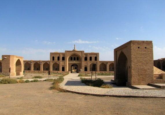 دانلود پاورپوینت معماري كاروانسرا با طراحی دوره اسلامی