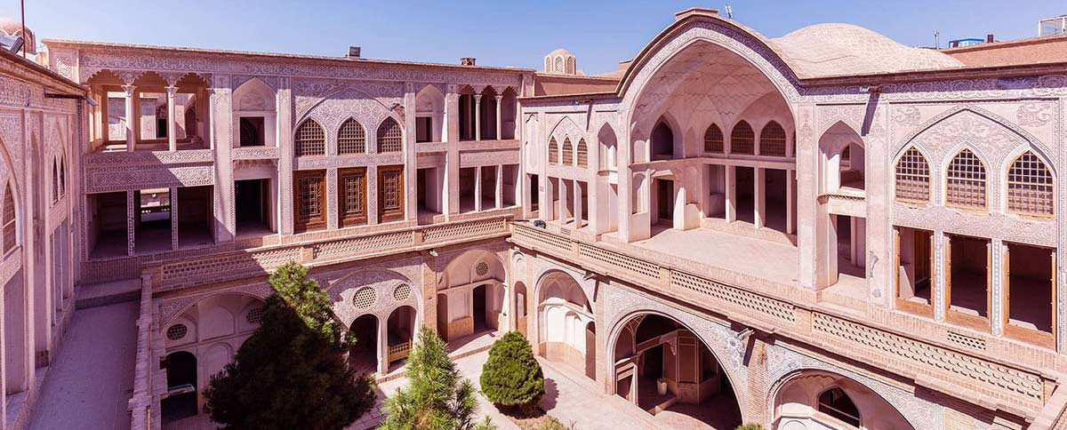 پاورپوینت خانه عباسیان کاشان - تحلیل کامل مرمت ابنیه تاریخی